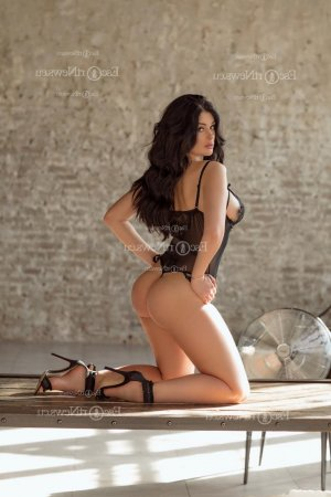 Marie-ambre erotic massage in Blue Springs